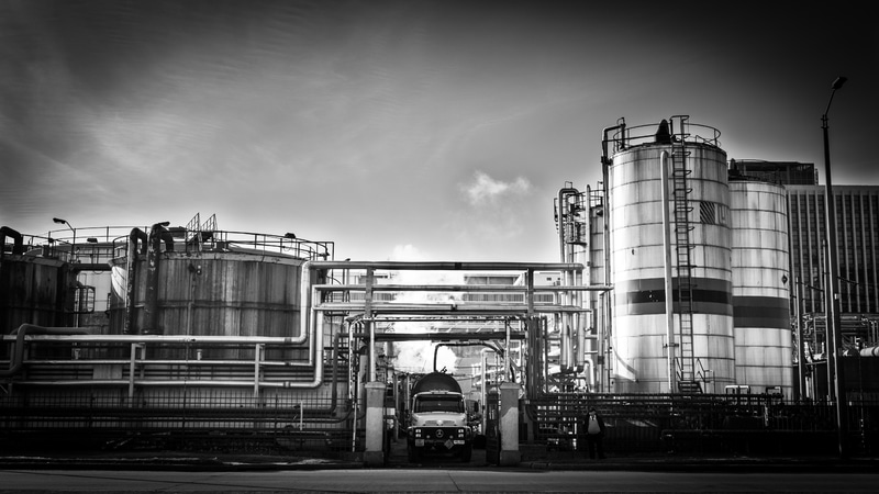 factory-industry-black-white-truck-city-1432373-pxhere.com